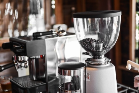 Top 15 Best Coffee Makers With Grinders in 2020
