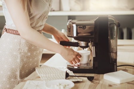 Top 15 Best Large Coffee Makers in 2020 - Complete Guide